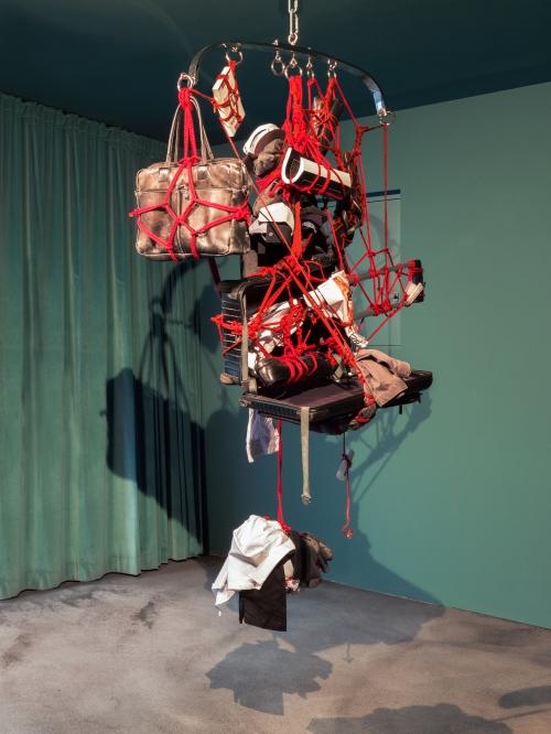 Christian Jankowski, Traveling Artist, Kinbaku sculpture